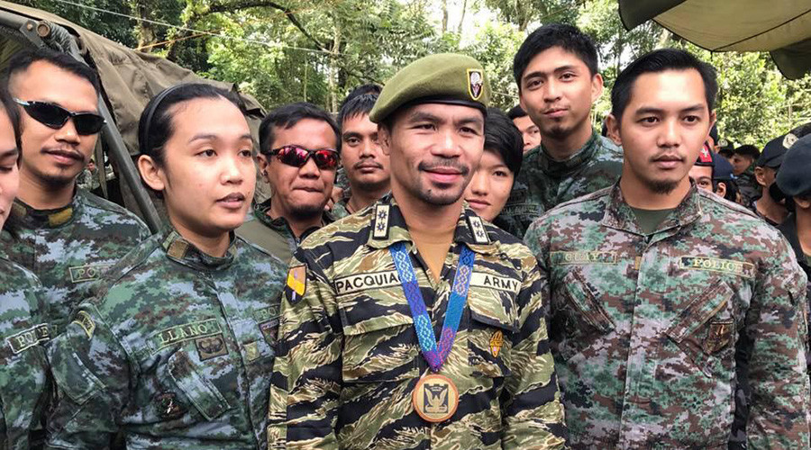 Fighting talk: Manny Pacquiao visits troops fighting for ISIS-besieged city (PHOTOS)