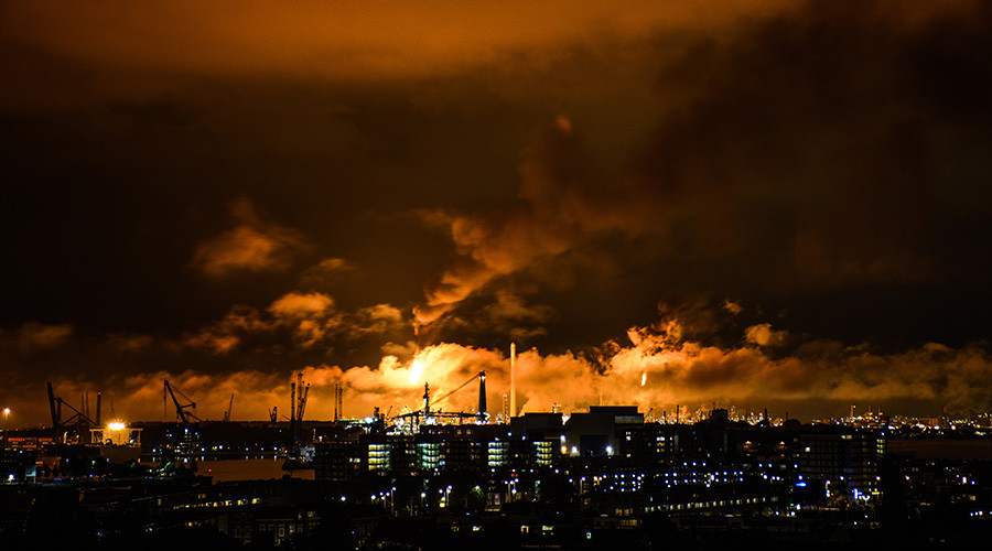 Shell shuts production at Europe's largest refinery in Rotterdam after massive fire (PHOTO, VIDEO)