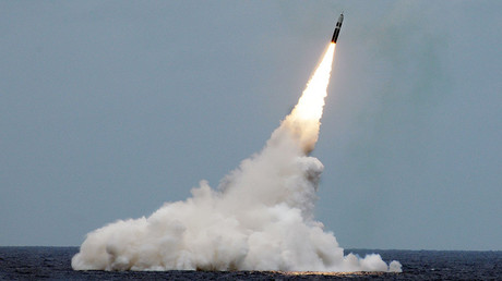 An unarmed Trident II D5 missile is launched from the Ohio-class ballistic-missile submarine USS Maryland (SSBN 738) during a missile test off the coast of Fla., Aug. 31, 2016 © U.S. Navy