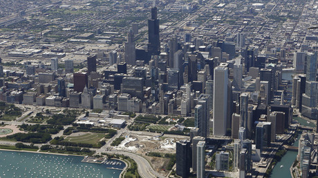 An aerial view shows the skyline and lakefront of Chicago, Illinois © Jim Young