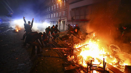 Hamburg on fire as G20 protesters clash with police