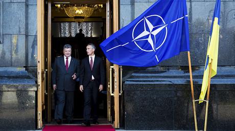 Ukrainian President Petro Poroshenko (L) and NATO Secretary-General Jens Stoltenberg © Mikhail Palinchak