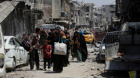 Displaced Iraqi civilians flee from clashes in the Old City of Mosul, Iraq, July 1, 2017 © Alaa Al-Marjani