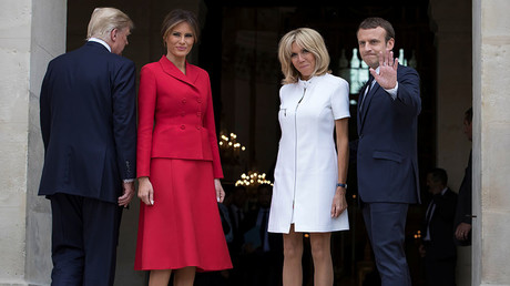 French President Emmanuel Macron (R) and his wife Brigitte pose with US First Lady Melania Trump and US President Donald Trump © Ian Langsdon