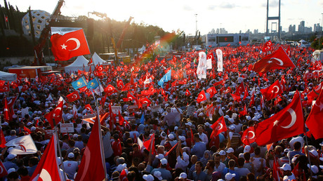 People wave Turkey's national flags as they attend a ceremony marking the first anniversary of the attempted coup at the Bosphorus Bridge in Istanbul, Turkey July 15, 2017. © Osman Orsal