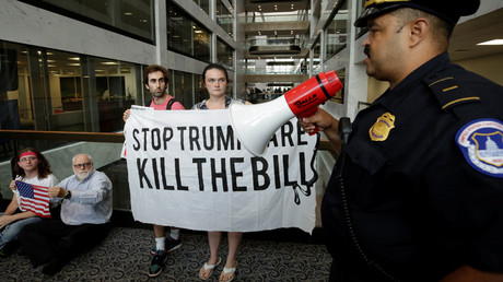 Healthcare activists get a police warning during a protest to stop the Republican health care bill at Hart Senate Office Building on Capitol Hill in Washington, U.S., July 17, 2017 © Yuri Gripas
