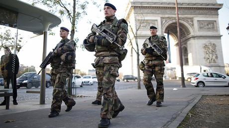 French soldiers patrol in front of the Arc de Triomphe on the Champs Elysees avenue in Paris, France, November 27, 2015 © Charles Platiau