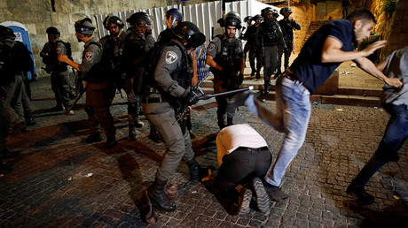 FILE PHOTO: Israeli border police clash with Palestinian men outside the Lion's Gate of Jerusalem's Old City July 18, 2017 © Ammar Awad