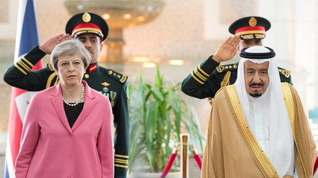 Saudi Arabia's King Salman bin Abdulaziz Al Saud stands next to British Prime Minister Theresa May during a reception ceremony in Riyadh, Saudi Arabia, April 5, 2017. © Bandar Algaloud / Courtesy of Saudi Royal Court