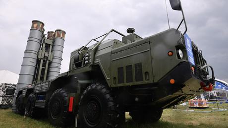 S-400 Triumph missile launcher © Ramil Sitdikov