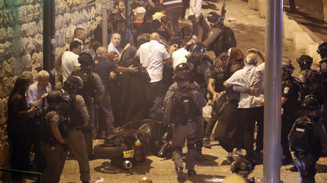 Israeli police clash with Palestinian protesters in Jerusalem