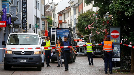 Swiss police officers stand at a crime scene in Schaffhausen, Switzerland July 24, 2017. © Arnd Wiegmann