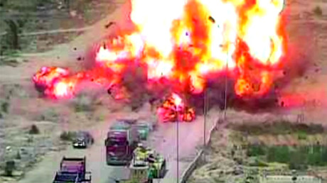 Tank crushes car full of bombers before massive explosion at Egypt checkpoint (VIDEO)