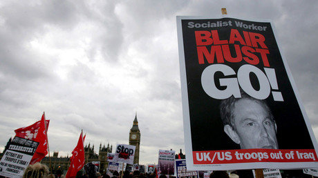 A poster is held up by one of thousands of anti-war campaigners taking to the streets of London, October 17, 2004 © David Bebber