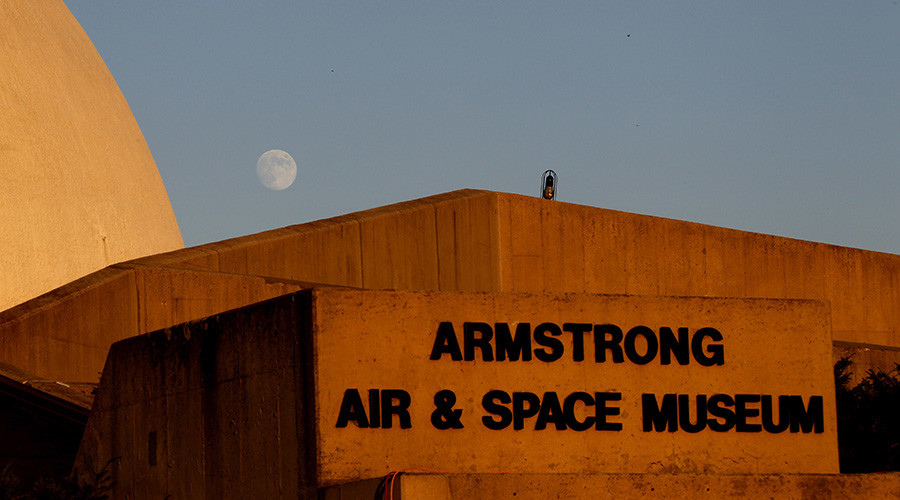 Solid gold lunar lander replica, medals snatched from Armstrong Air and Space Museum