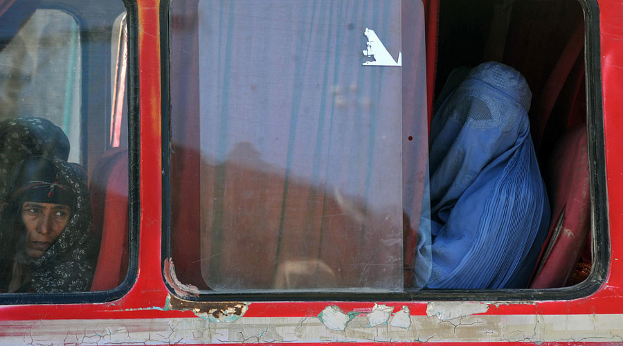 Burqas or bus seats? Image sparks anti-Muslim Facebook debate (PHOTO)