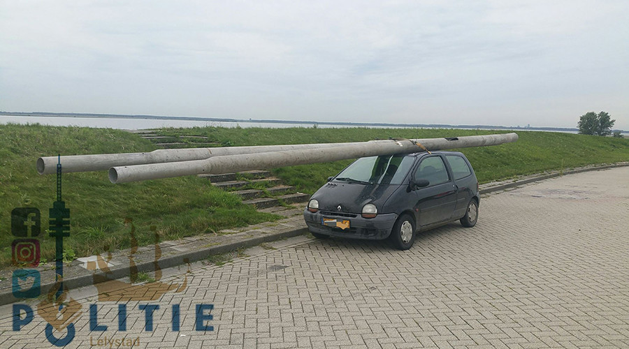 Dutch driver caught with stolen street lights strapped to car roof (PHOTO)