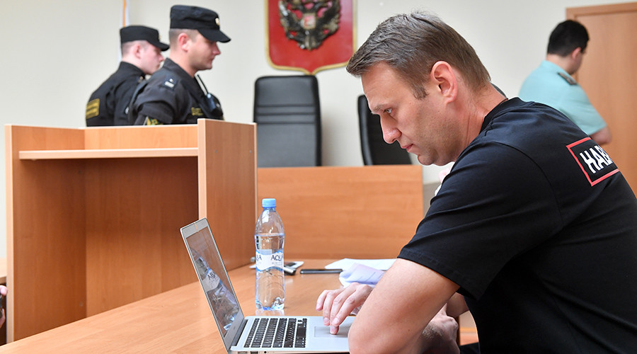 Moscow court extends Navalny probation period