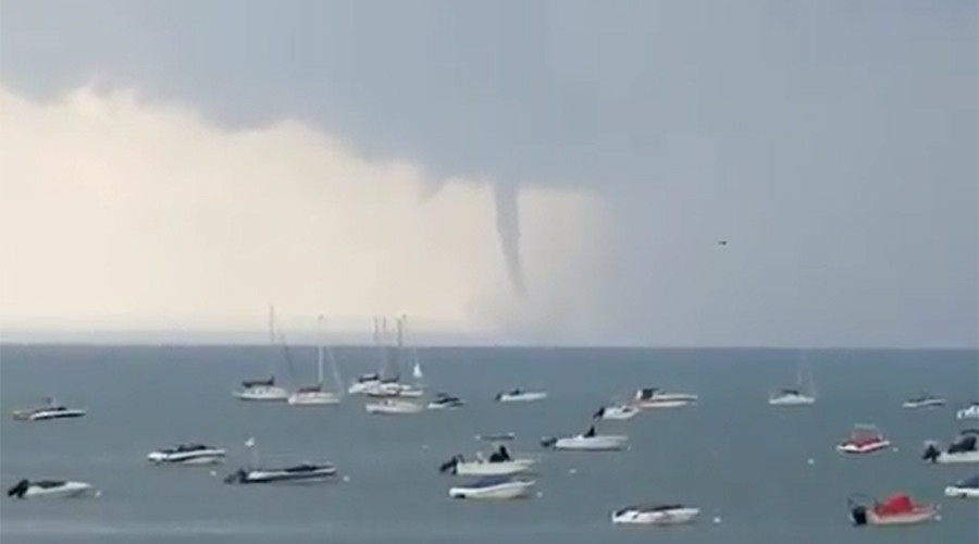 Waterspout touches down on New York lake (VIDEOS)