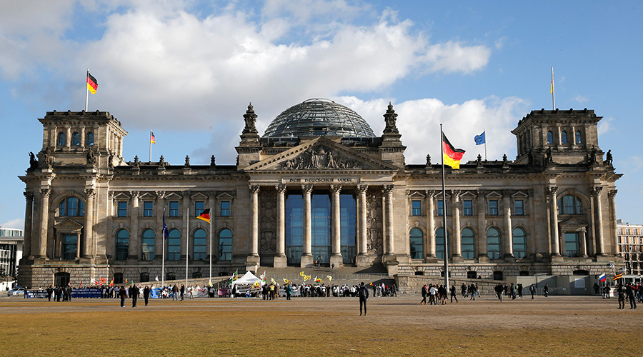 Berlin: 2 Chinese tourists detained for making Nazi salutes