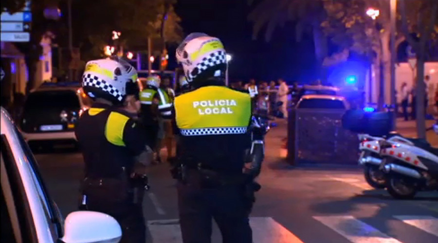 Car rams pedestrians at Cambrils seafront near Barcelona, 5 terrorist suspects killed (VIDEO)