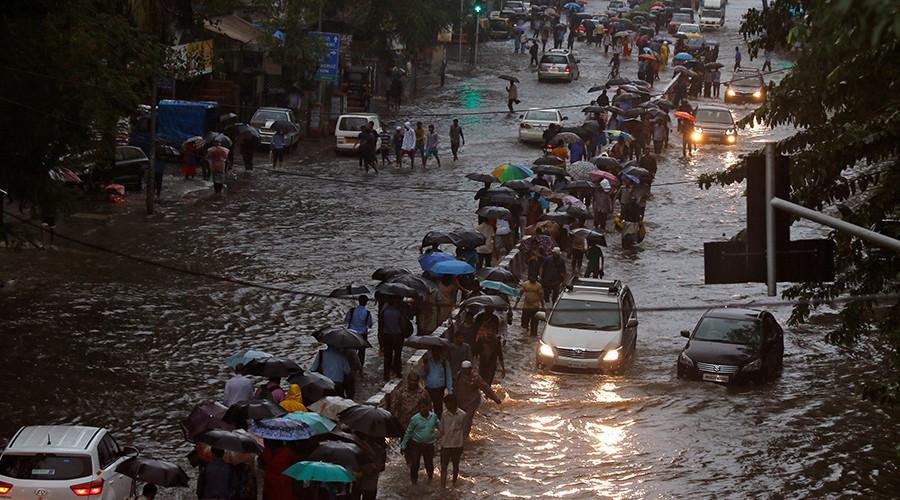Heavy monsoon rains paralyze India's financial center, Mumbai (PHOTOS, VIDEOS)