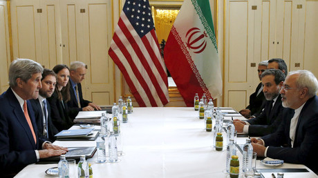 US Secretary of State John Kerry (L) meets with Iranian Foreign Minister Mohammad Javad Zarif meet for the expected 'JCPOA implementation day', in Vienna January 16, 2016 © Kevin Lamarque