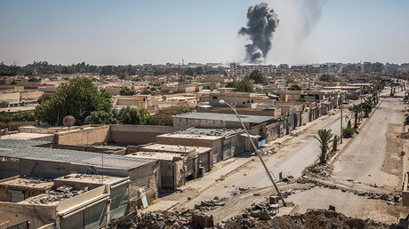 A general view of destroyed houses on the front line in the Al Dariya neighborhood in western Raqqa, Syria, 24 July 2017. © Morukc Umnaber / Global Look Press