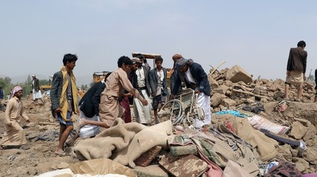People hold a wheelchair recovered from under the wreckage of a house at the site of a Saudi-led air strike on an outskirt of the northwestern city of Saada, Yemen August 4, 2017 © Naif Rahma