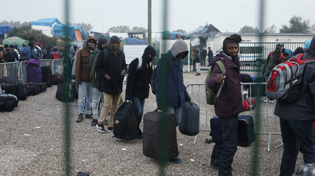 Migrants & refugees have tried to breach UK border 17,000 times this year – France