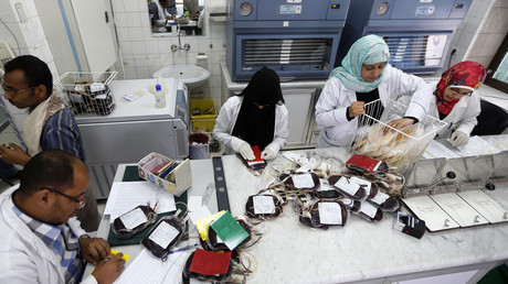 Yemeni medics work at a blood transfusion centre in the capital Sanaa, on August 7, 2017 © Mohammed Huwais