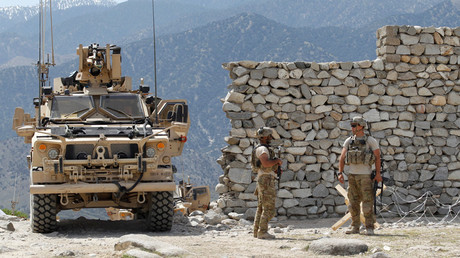 US soldiers stand guard near the site of a US bombing in the Achin district of Nangarhar province in eastern Afghanistan April 15, 2017. © Parwiz