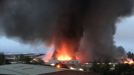 Fire tears through Glasgow fruit market after 'explosion' (VIDEO)