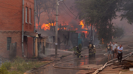 Massive blaze engulfs residential area in southern Russian city (PHOTOS, VIDEOS)