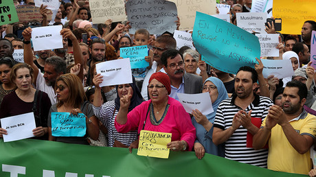 1,000s of Muslims march against terrorism in Barcelona after van attack (PHOTOS)