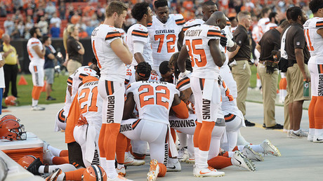 Two white players take part in NFL's largest anthem protest to date