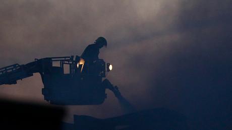 Firefighters battle huge blaze in Kent (PHOTOS, VIDEOS)