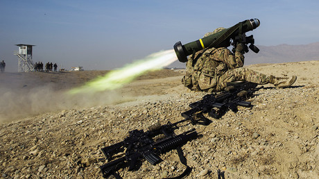 A U.S. soldier fires a Javelin missile system during their first training exercise of the new year near operating base Gamberi in the Laghman province of Afghanistan January 1, 2015 © Lucas Jackson