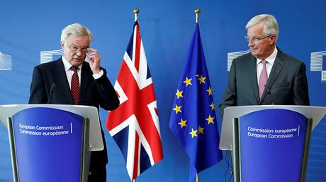 Britain's Secretary of State for Exiting the European Union David Davis (L) and European Union's chief Brexit negotiator Michel Barnier. ©Francois Lenoir