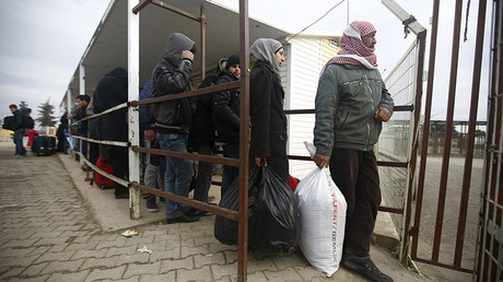 FILE PHOTO Syrians line up as they wait to cross into Syria at Oncupinar border crossing in the southeastern city of Kilis, Turkey © Osman Orsal