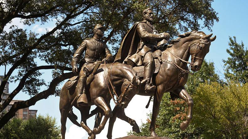 Crane crash halts removal of Confederate monument in Texas