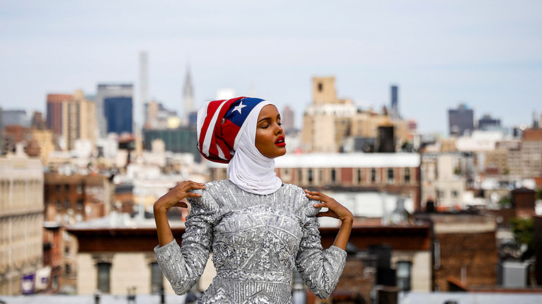 Former refugee becomes world's 1st hijab-wearing US supermodel (PHOTOS)