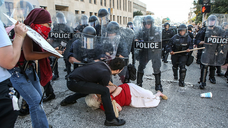 St Louis police knock older woman to ground & arrest her (PHOTO, VIDEO)