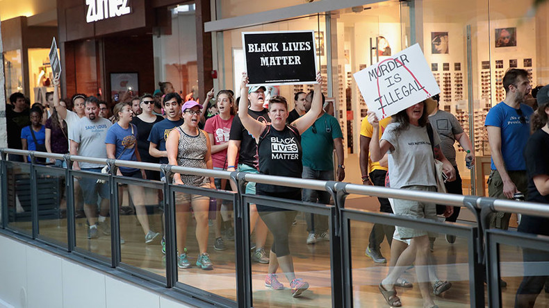 Protesters march through St. Louis mall over ex-cop acquitted of black man's killing (VIDEO, PHOTOS)
