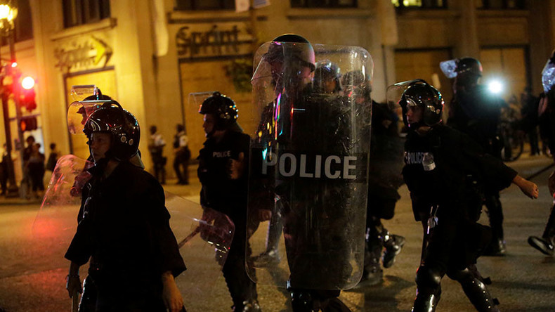 'Whose streets, our streets': Police accused of chanting on 3rd night of St Louis clashes (VIDEO)
