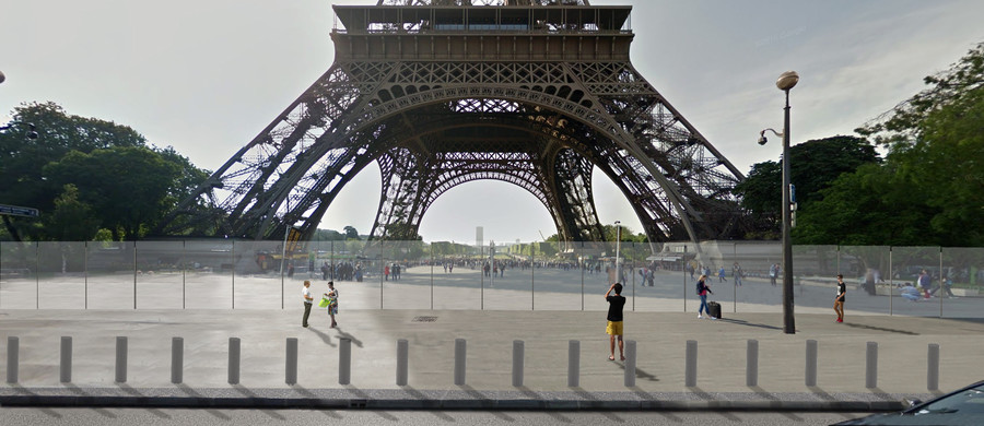 eiffel tower goes bulletproof france ups security at iconic site photos rt news. Black Bedroom Furniture Sets. Home Design Ideas