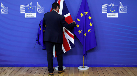Kompromat: The Brexit thriller & NATO's diverging plans in Syria (E513)