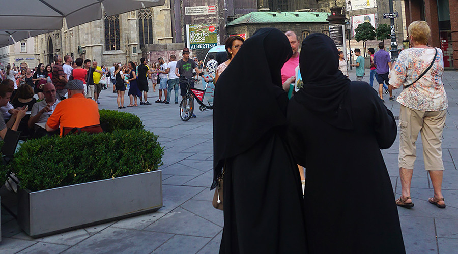 Austrian police force Muslim women to remove their burkas