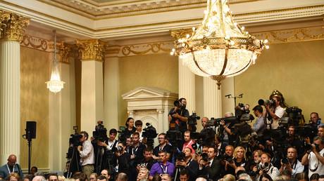 Journalists await the press conference of Donald Trump and Vladimir Putin. © Brendan Smialowski / AFP