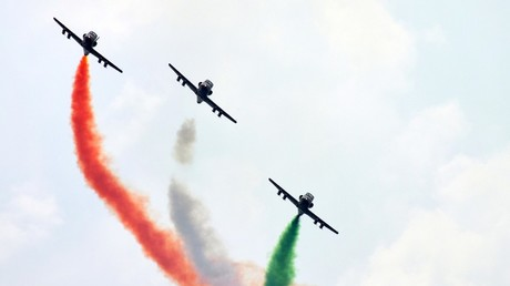 Indian Air Force pilots showing their skills during the 2017 Air force Day celebrations © Prabhat Kumar Verma/Global Look Press